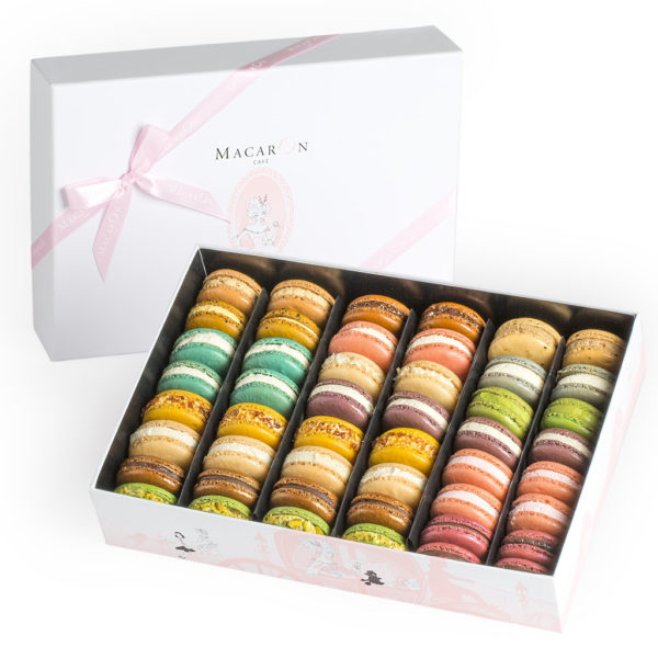 MacaronCafe-Large-Luxury-Gift-Box-Manhattan